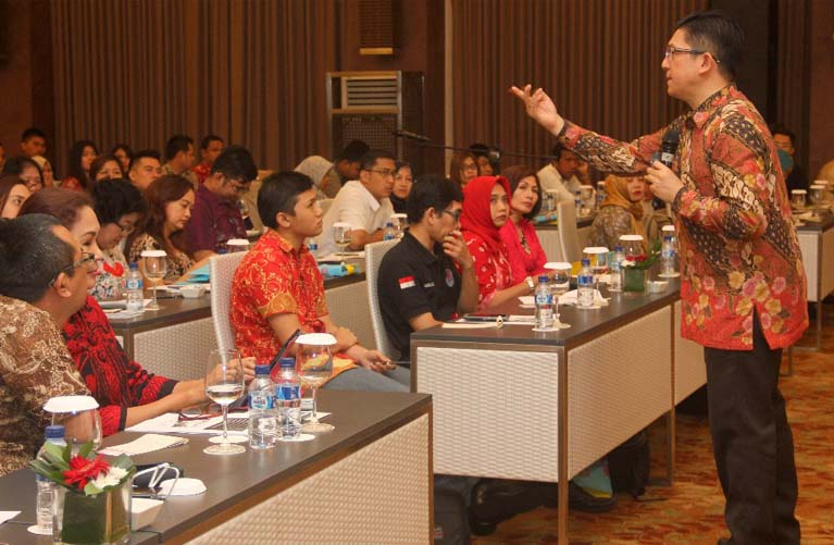 """Seminar Publik """"Selling with EQ"""" 28 April 2017 kerjasama dengan SmartFM Yogyakarta di Hotel Eastparc Yogyakarta"""