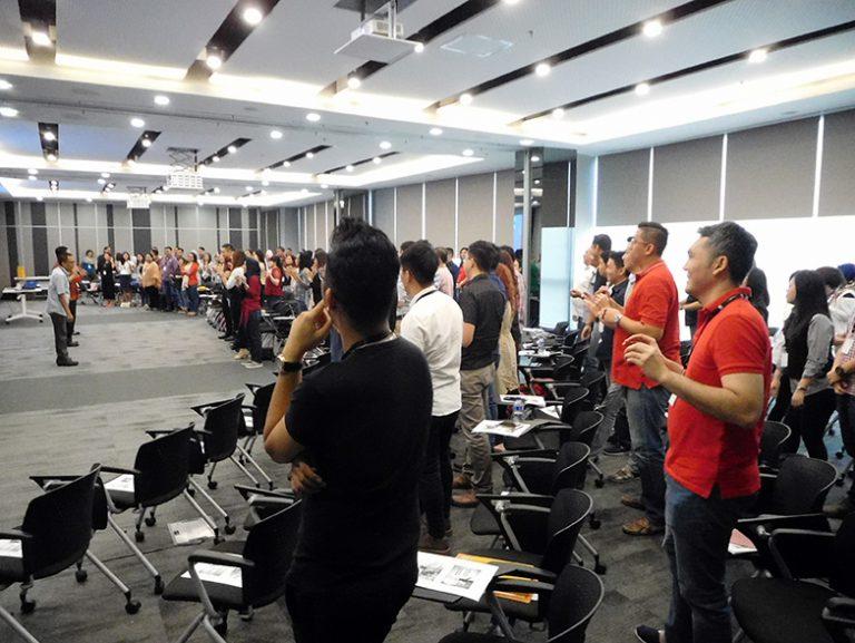 """Seminar """"Balancing Life with EQ"""" untuk Tim Sales Distribution Division Bank Danamon 29 Juli 2017 di Menara Danamon Kuningan, Jakarta"""