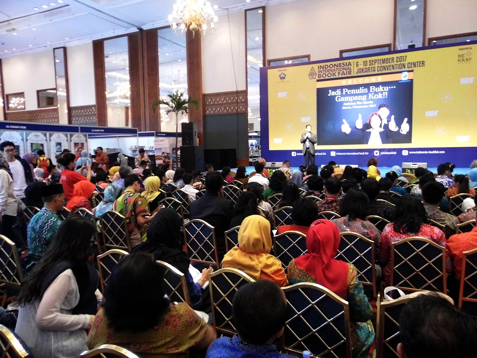 """SEMINAR """"MENULIS BUKU ITU GAMPANG"""" FESTIVAL KITA INDONESIA, ASPIRASI (ASOSIASI PENULIS DAN INSPIRATOR INDONESIA) & INDONESIA INTERNATIONAL BOOK FAIR (IIBF) 2017, 9 SEPTEMBER 2017"""