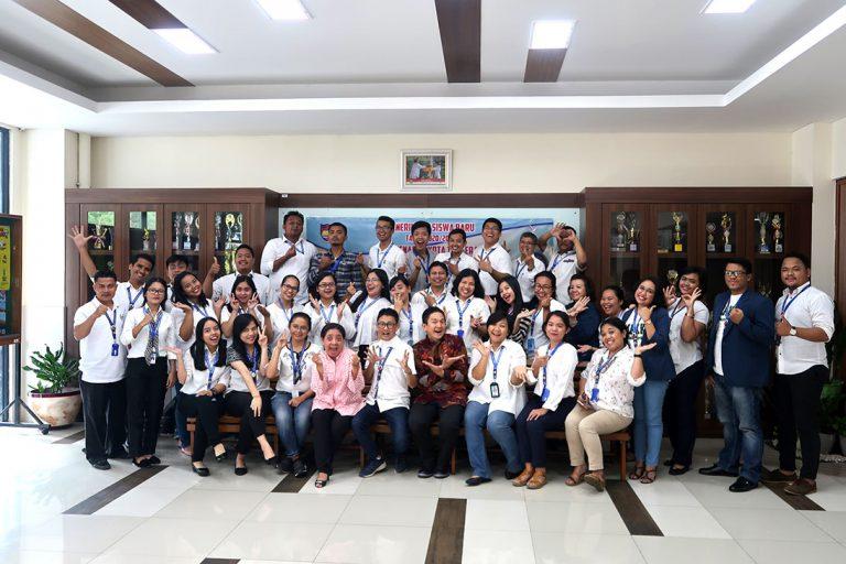 """Seminar """"Ketika Pintar Saja Ngga Cukup"""" Guru SMAK Penabur Kota Tangerang, 30 September 2019, Moderland-Kota Tangerang."""